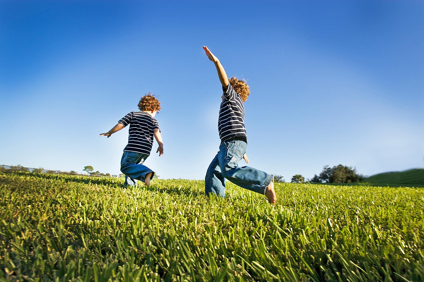lifestyle photography of two boys playing in grass Palm City, Stuart Florida photography Big Fish Studios_Robert Holland .jpg.jpg