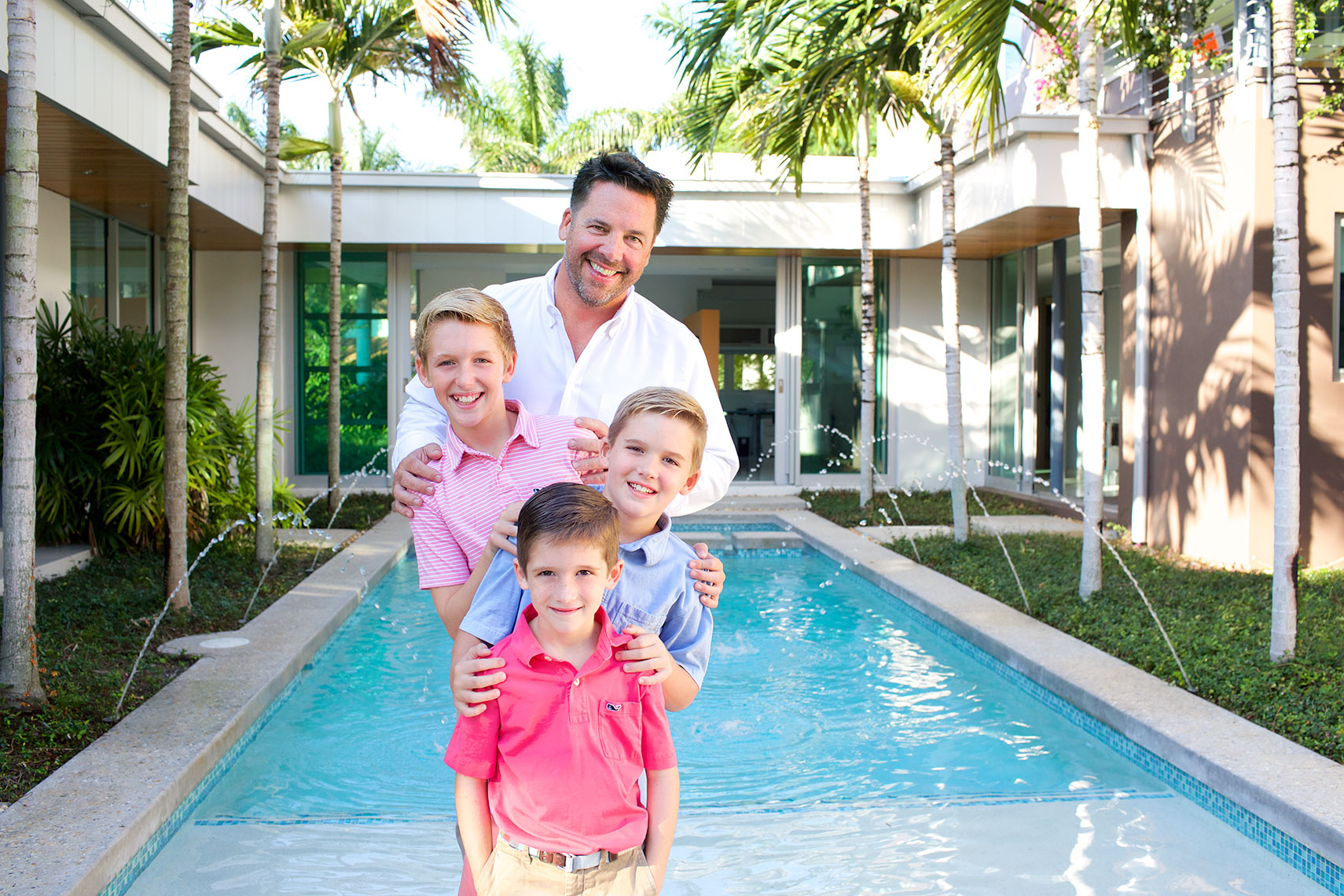 dad-and-boys-poolside portrait-family-photography-Big-Fish-Studios-Stuart,-Florida_Robert-Holland
