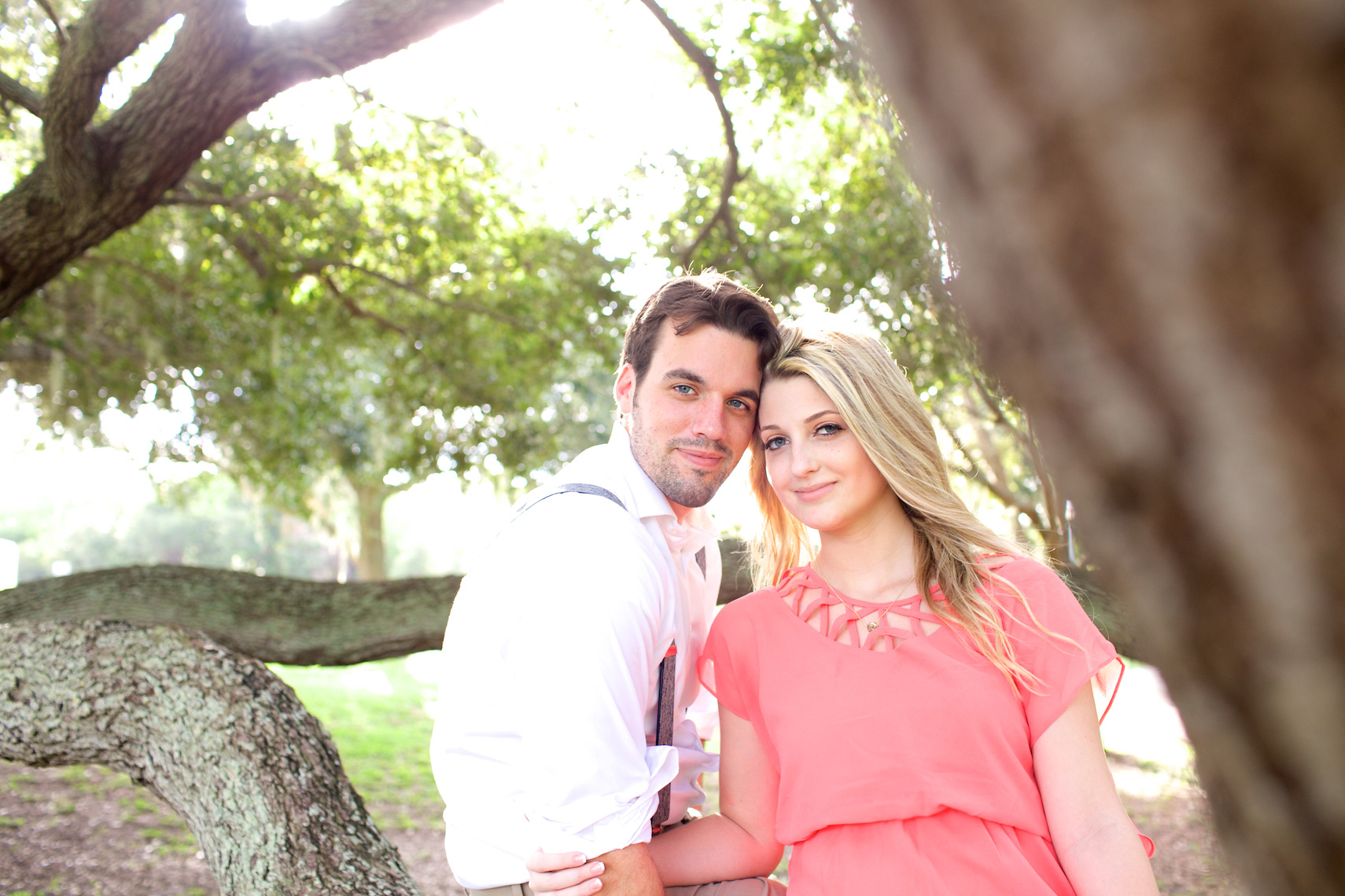 engagement-couple_photography_park_MG_5655_Robert-Holland_Big_Fish_Studios
