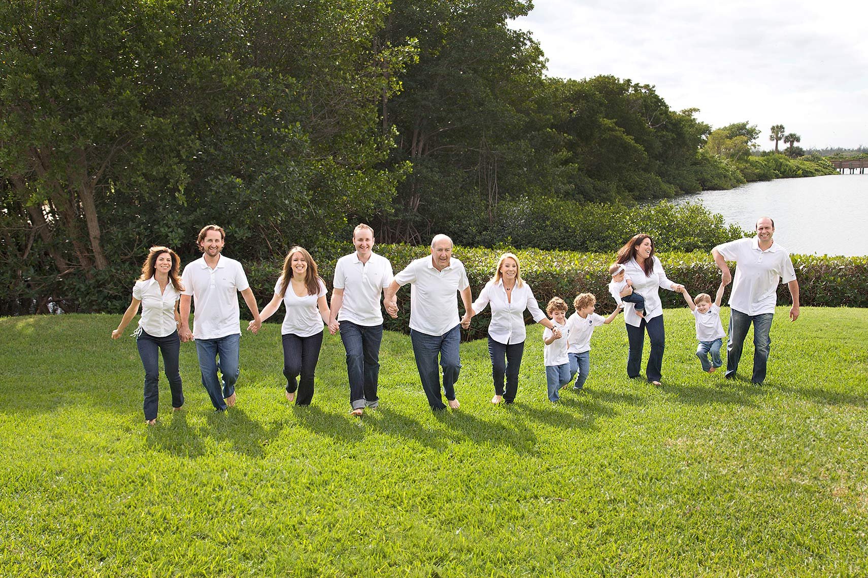 large_family_photography_running_Berhoff_Robert_Holland_Big_Fish_Studios