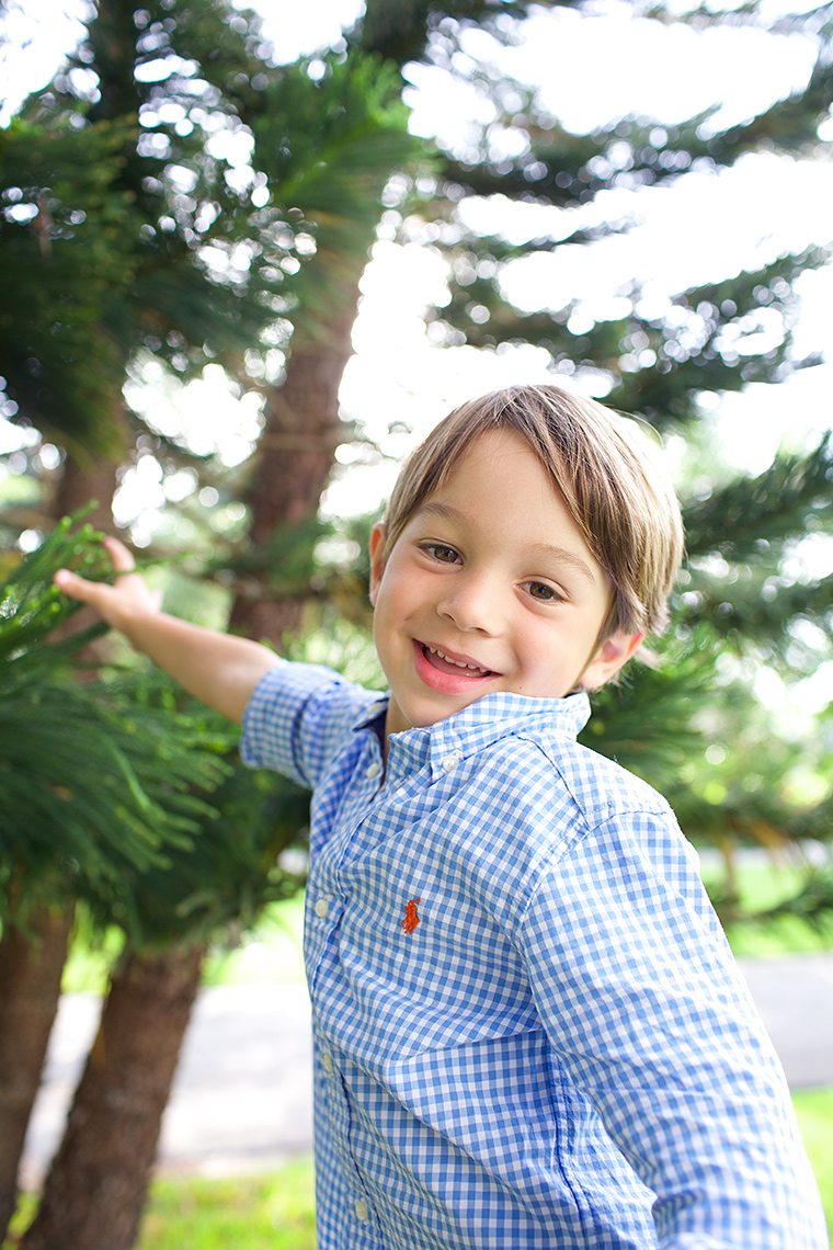 young-boy-portrait-in-front-yard-lifestyle-family-and-child-photography-Stuart,-Palm-City,-Hutchinson-Island-Florida-Big-Fish-Studios_Robert-Holland